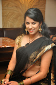 Sravya reddy sizzling saree photos-thumbnail-20