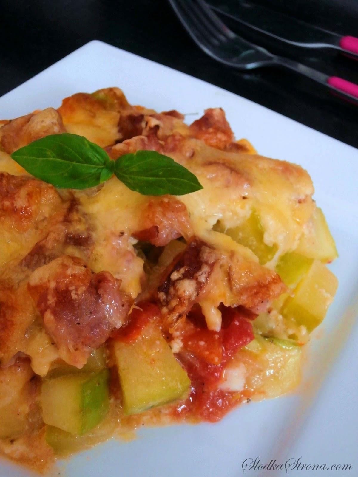 Zapiekanka z Cukinią, Pomidorami i Kiełbasą - Przepis - Słodka Strona