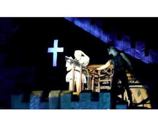 Lady Gaga Kecelakaan Saat Konser dan Gegar Otak