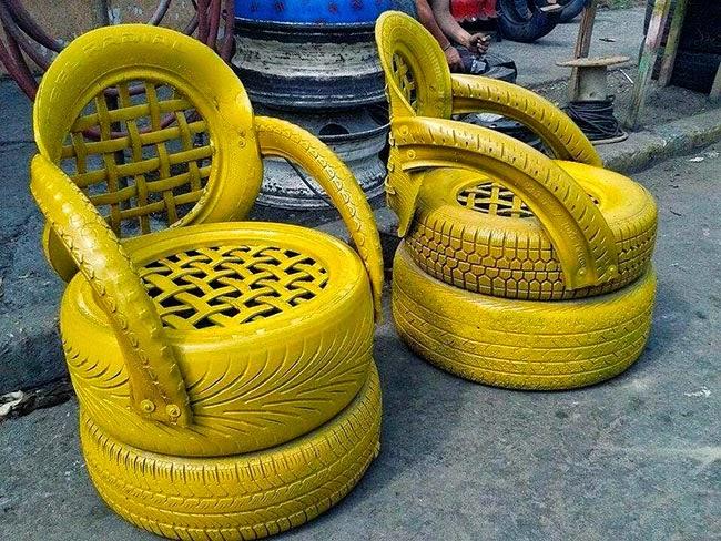 Sillas con respaldo pintadas de amarillo