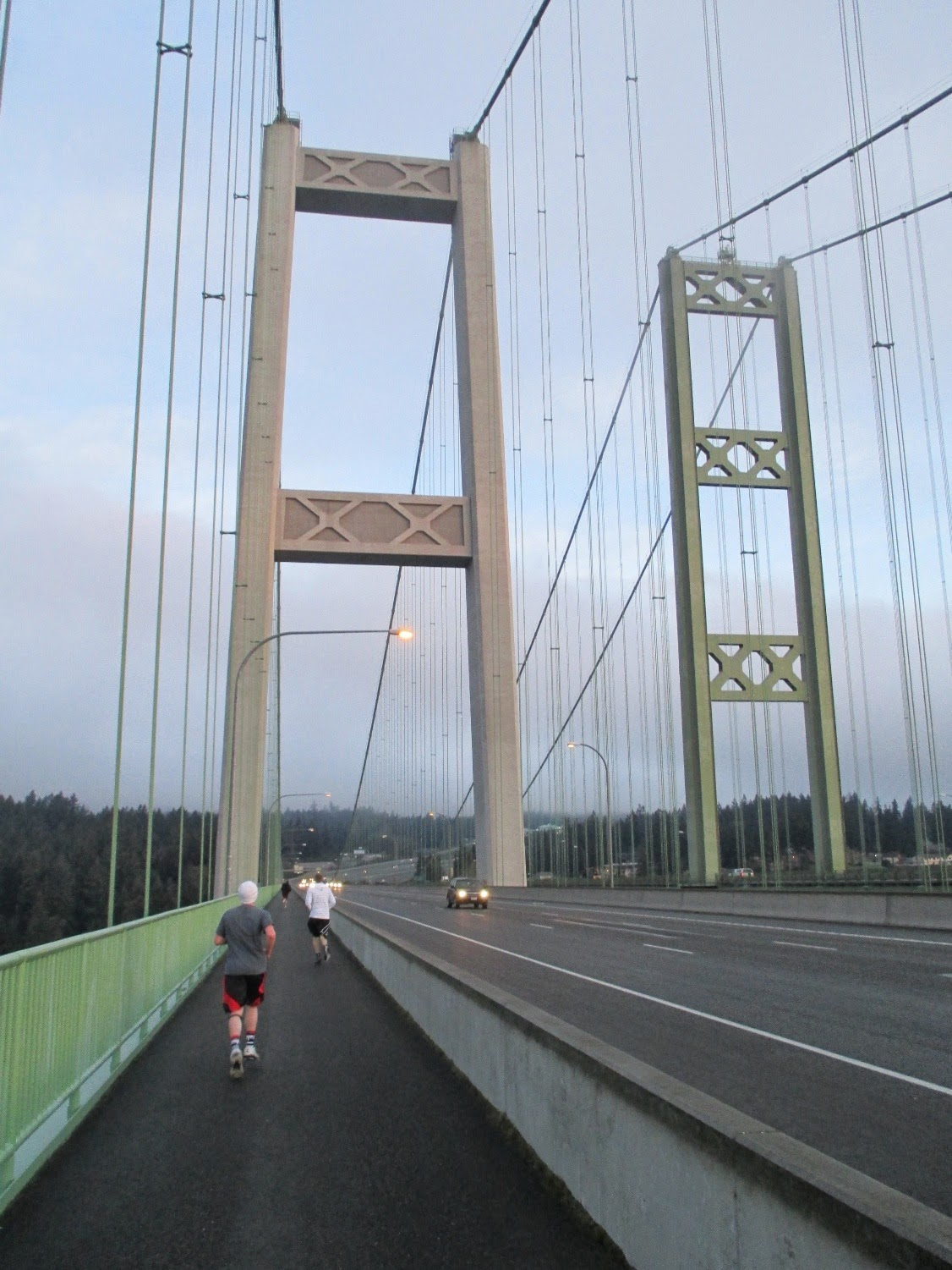 pm roolls tacoma narrows bridge Work scheduled to repair pavement on the eastbound tacoma narrows bridge wednesday has been postponed due to a wet forecast, according to the state department of transportation.
