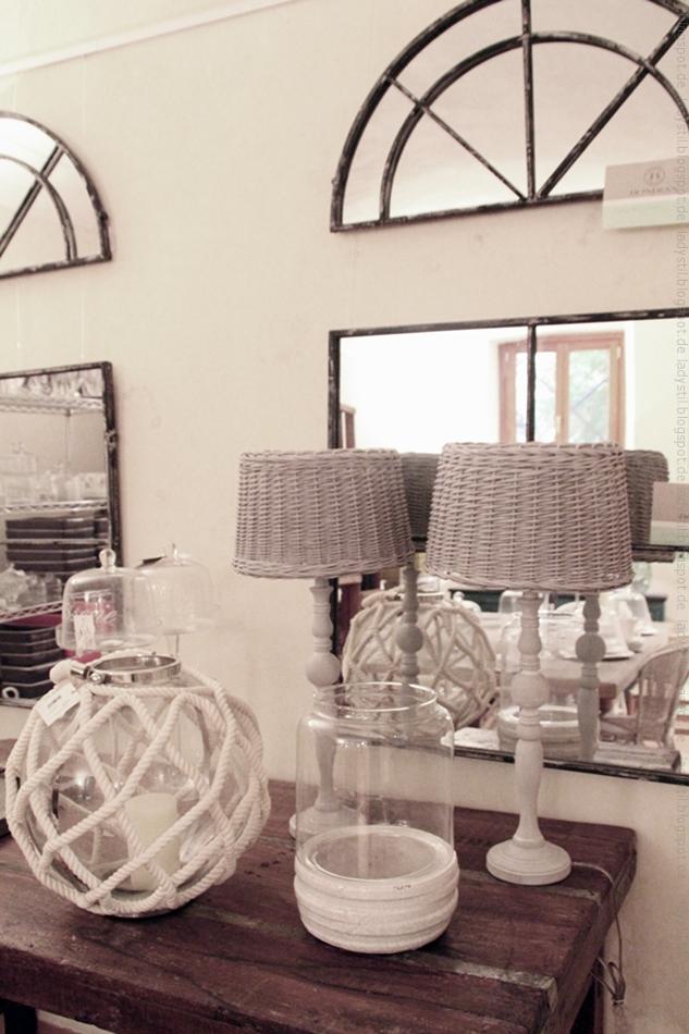 Kommode mit Wohnaccessoires im mediterranem Stil im Geschäft Bondian Living in Palma