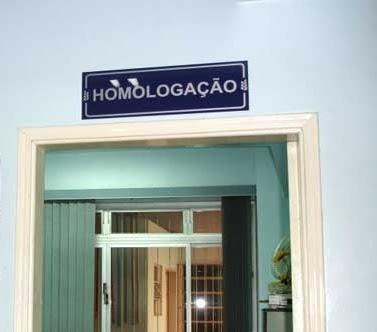 PLACAS DE IDÊNTIFICAÇÃO EM PVC ADESIVADA