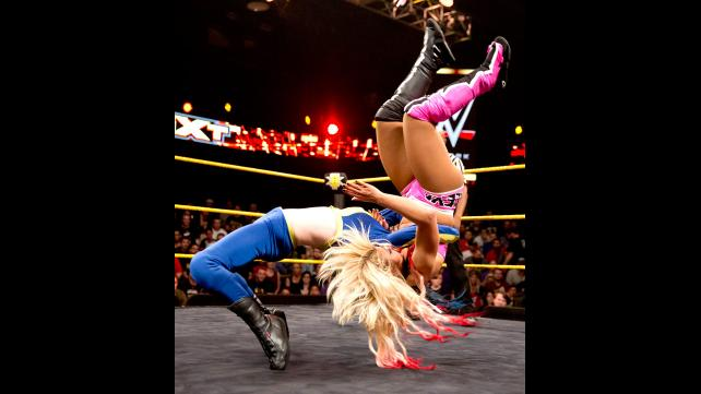 alexa bliss vs blue pants