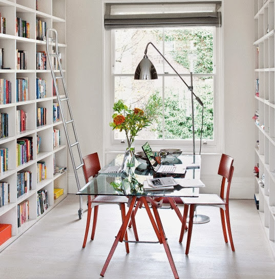 Inspiring, natural workspace - with plenty of space for books