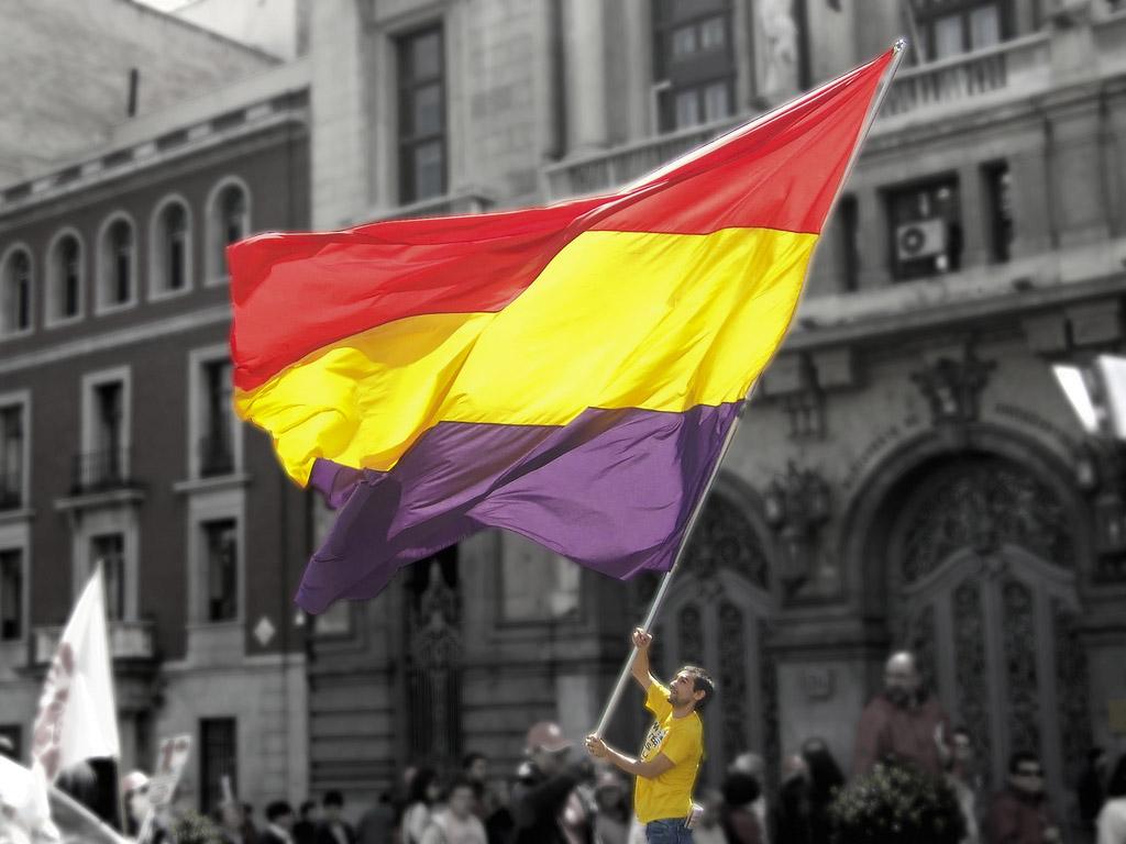 PROFESOR EN LA SECUNDARIA: ¿Mañana España será republicana?