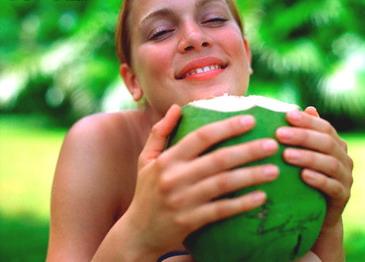 Manfaat Air Kelapa Muda Untuk Kulit Wajah