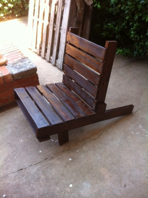 Mandy 39 s fun with pinterest patio pallet furniture for Pinterest diy outdoor furniture