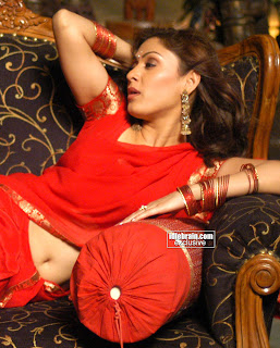 manjari hot pic in red saree