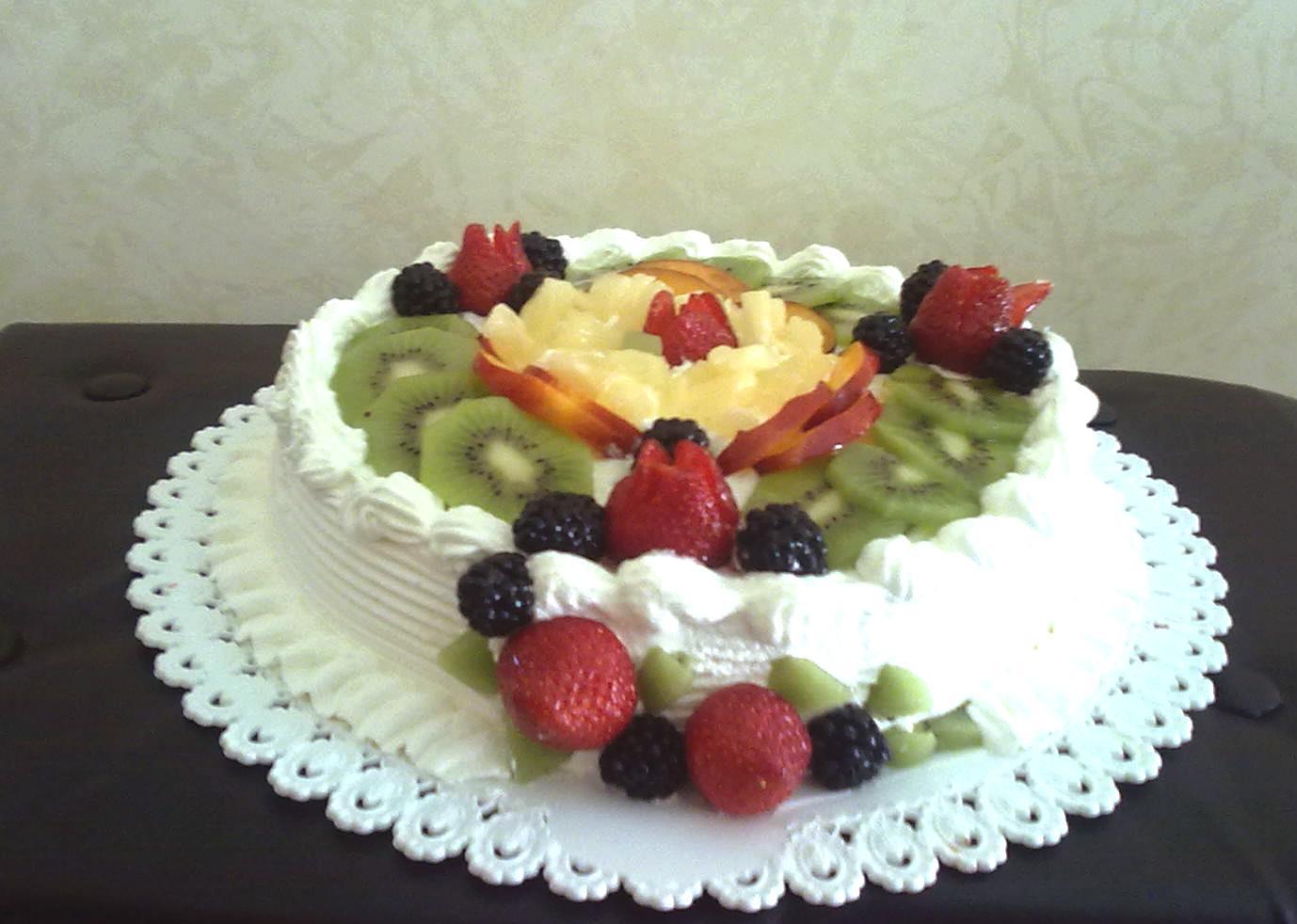 Alessandra e i suoi dolci torta con panna e frutta for Decorazioni torte frutta e panna