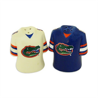 Gators salt and pepper shakers