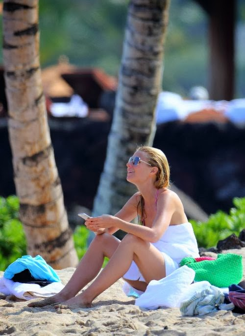 English: Gwyneth Paltrow Pink Bikini Tattoo Hawaii