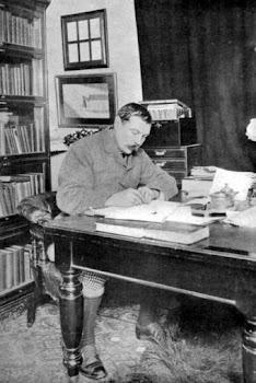 El escritor escocés Arthur Conan Doyle (1859-1930), padre del detective de ficción Sherlock Holmes.