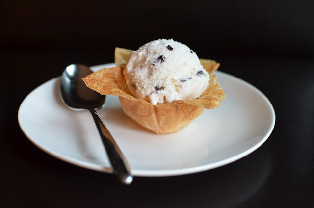 Playing with Flour: Phyllo cups for what else...more ice cream!
