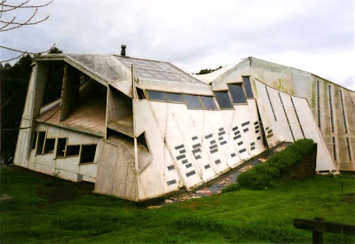Weird Buildings - errante guest house