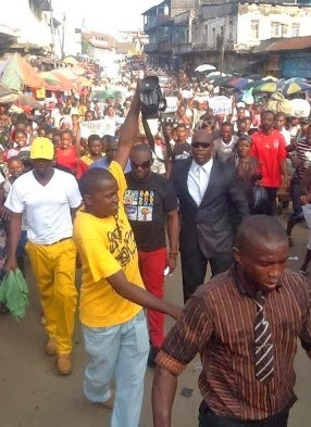 Nollywood Actor, Jim Iyke gets mobbed in Sierra Leone