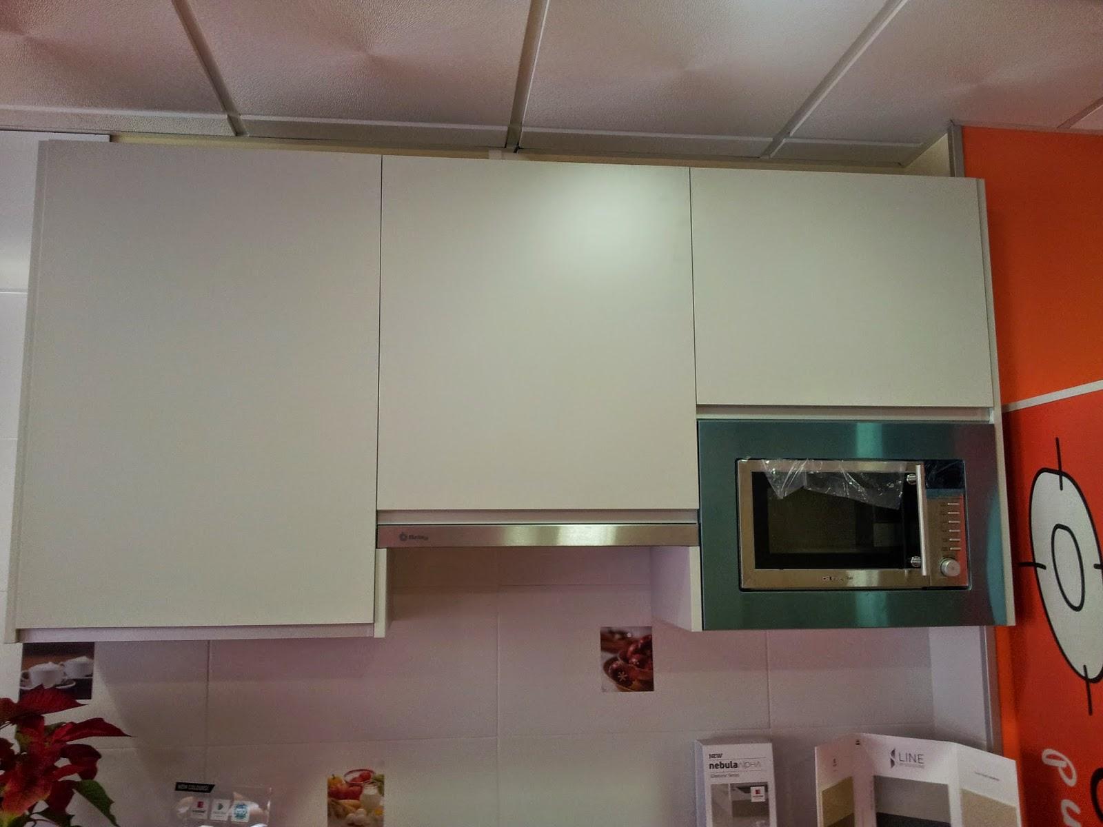 Carpinteria los molinos cocina tahon laminado color hormigon y gris claro - Mueble alto microondas ...
