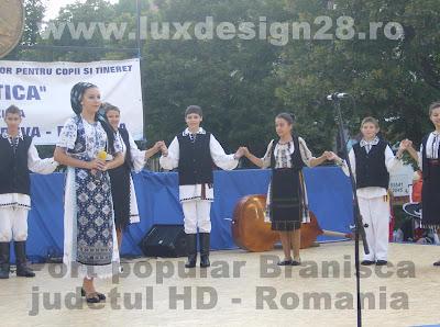 """Cantareata de muzica populara Ansamblu folcloric """"Muresana"""" judetul Hunedoara, Romania"""