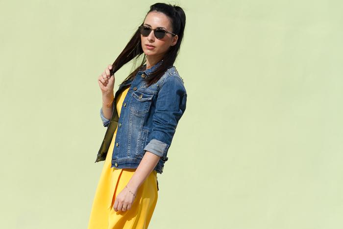 Blogger de moda valenciana con look tendencia primavera verano color amarillo