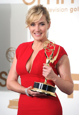 Emmy Awards 2011: Kate Winslet holding the best actresses award in