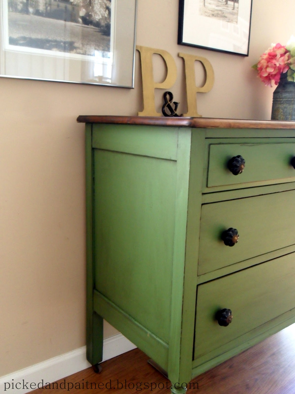 Helen Nichole Designs. furniture made pretty - Helen Nichole Designs: Vintage Green Dresser