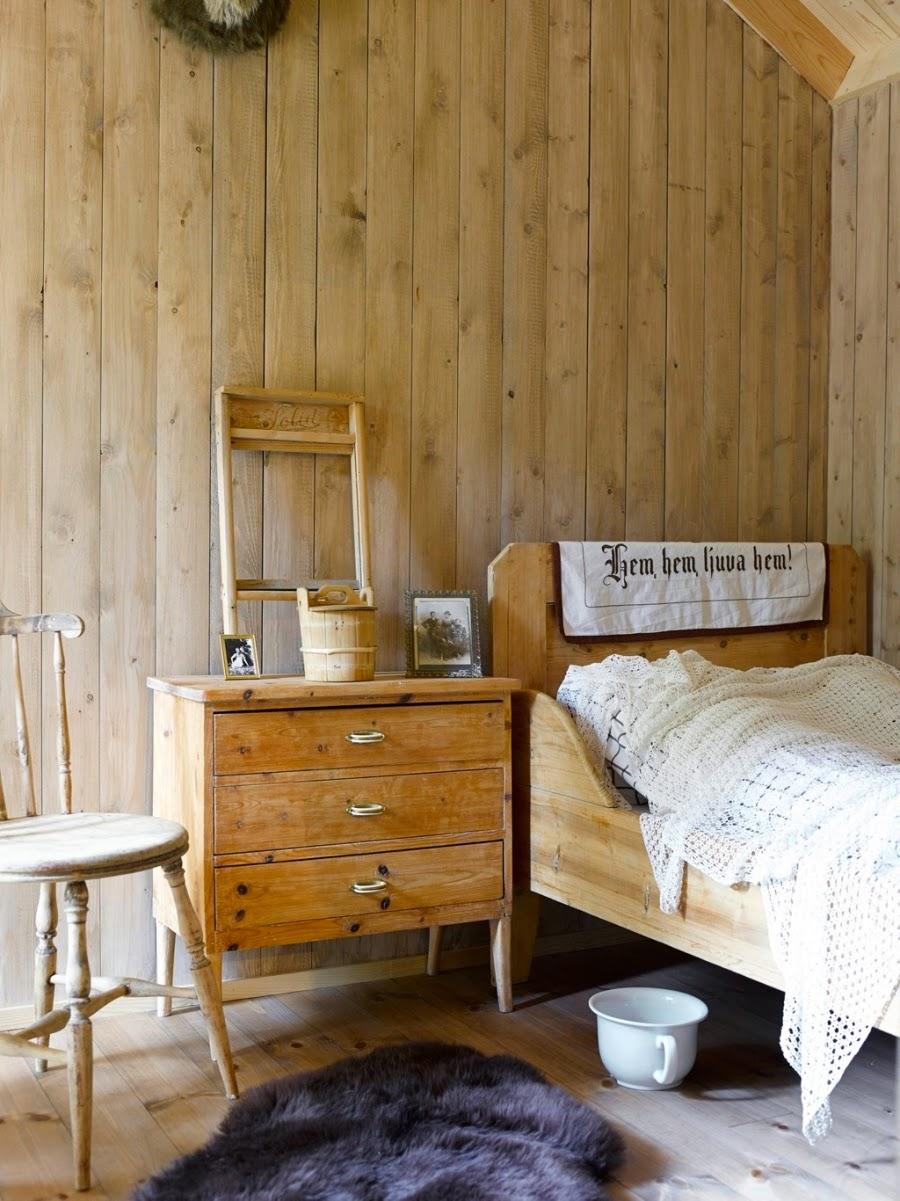 wystrój wnętrz, home decor, wnętrza, dodatki, dom, mieszkanie, dom z bali, dom drewniany, trawa na dachu, sypialnia, łóżko