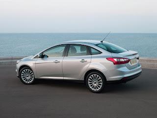 2012-Ford-Focus-01