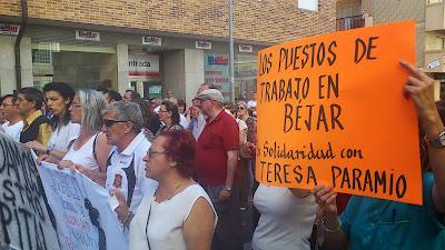 Los manifestantes frente al Virgen del Castañar