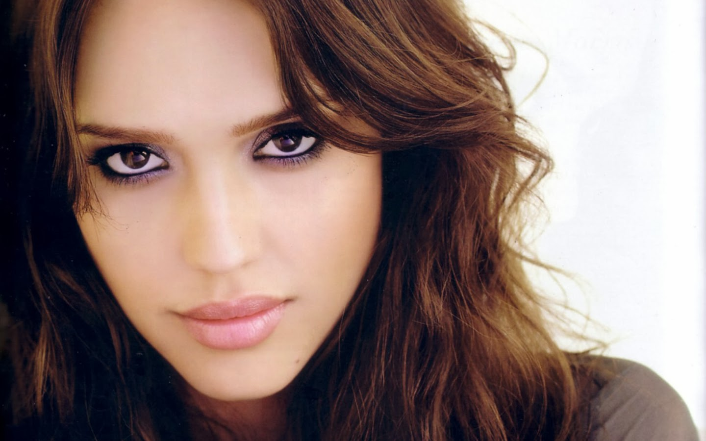 Jessica Alba Wild Eyes Looks