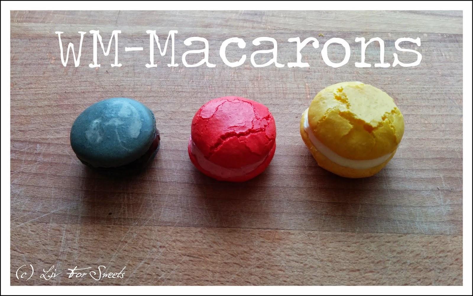 Macarons in den Farben schwarz, rot, gold / gelb