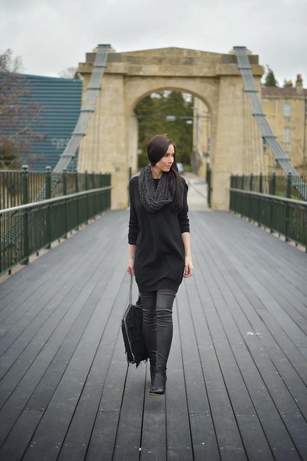 LamourDeJuliette_Black_Cashmere_Dress_Stella_McCartney_Falabella_FashionBlog_Overknee_Outfit_002