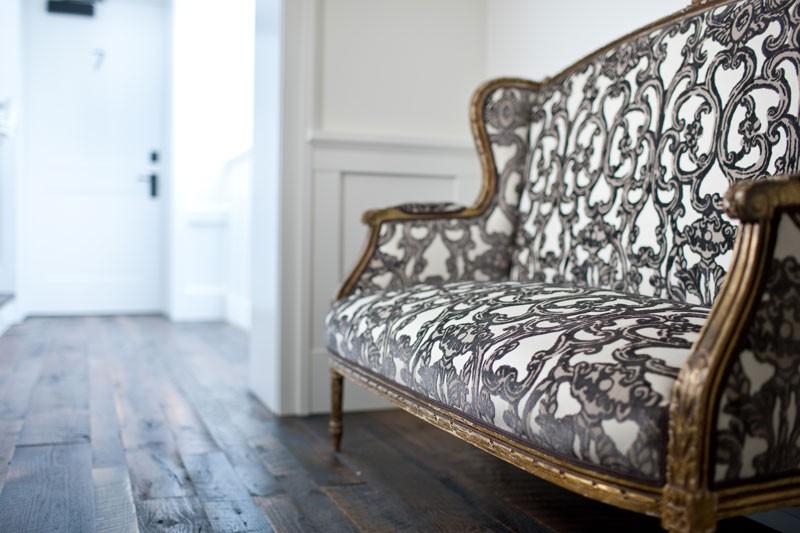 Un sof de terciopelo puede hacerte so ar ministry of deco for Sofa estilo frances