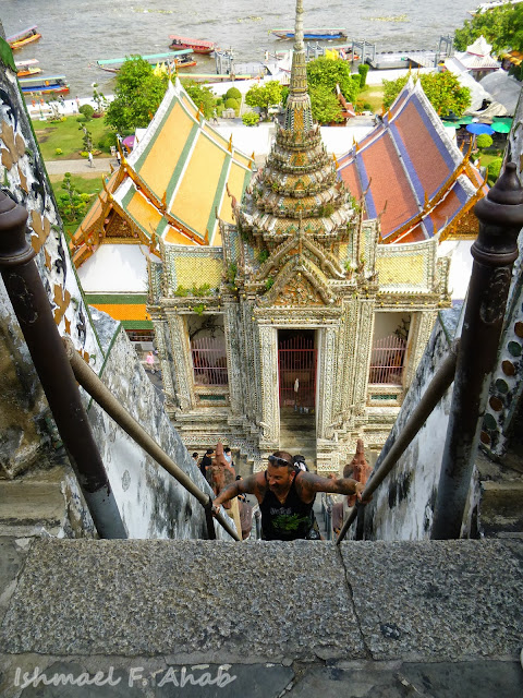 Looking down from Wat Arun prang