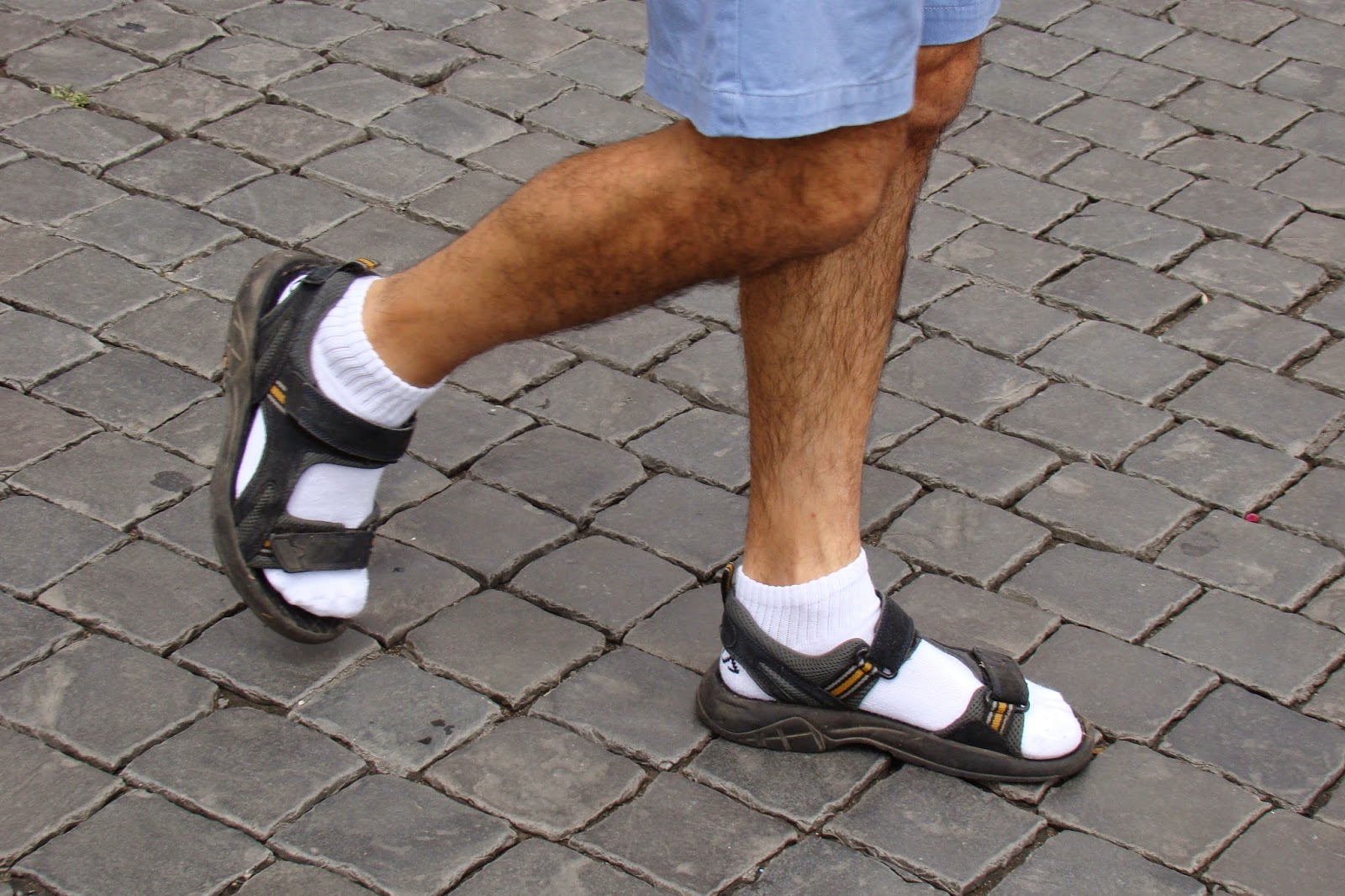 Sandalias con calcetines blancos, máximo estilo
