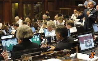 smešna slika: negde u parlamentu