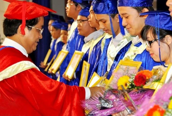 lễ trao bằng đại học chính quy khóa 2 trường y tế hải dương