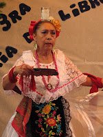 Mujer adulta mayor en baile regional de Veracruz.