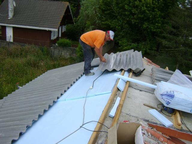 El sexagenario cubierta tejado de una casa unifamiliar - Planchas para tejados ...