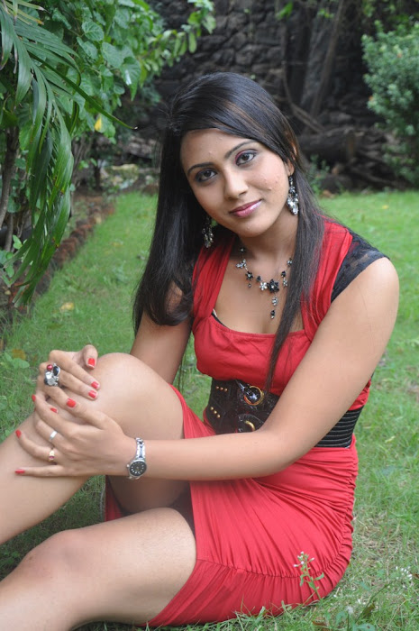 vachathi movie desi heroine varshana hot images
