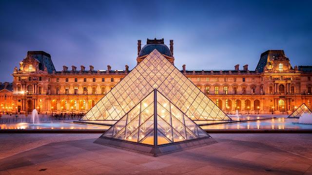 Museo del Louvre en Paris Francia
