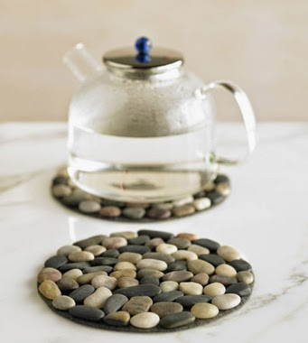 30 Awesome DIY Projects that You've Never Heard of - Pebble Placemat