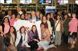 Le groupe de la Pastorale des travailleuses saisonnières et travailleurs de San Felipe et Los Andes disant au revoir au père René à l'aéroport.