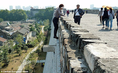 Woman climbs 70ft wall... just to dodge £2.50 castle admission fee 2