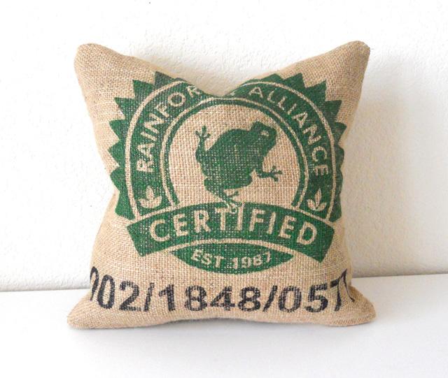 Upcycling: Saco de café são transformados em almofadas