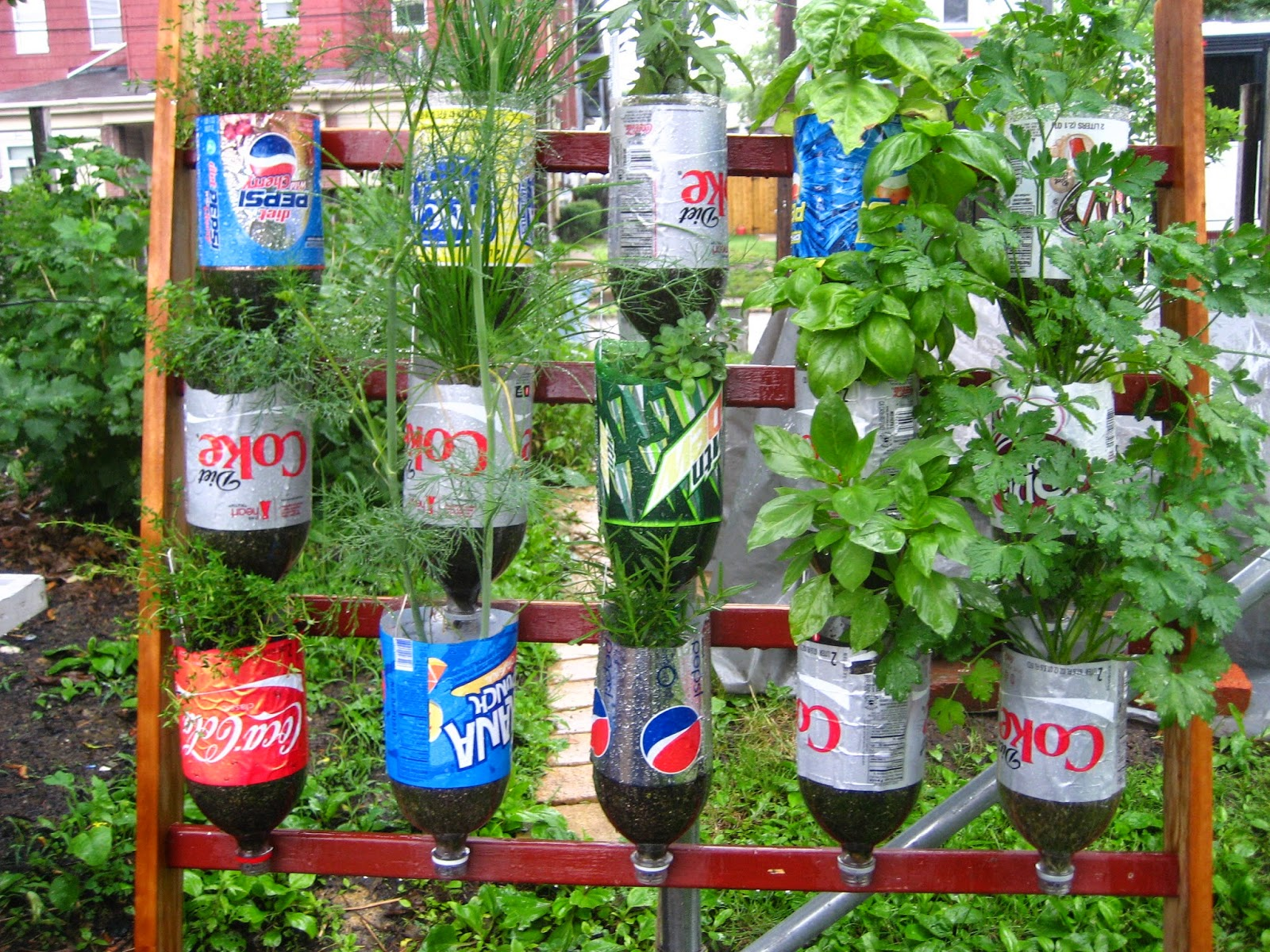 How to recycle stunning recycled gardening for Recycled decoration
