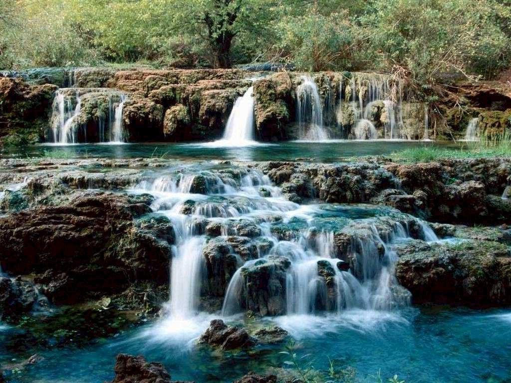 http://1.bp.blogspot.com/-zF9ga2dcZGc/TpavmyHySFI/AAAAAAAAAM0/vRebfudomZ4/s1600/Waterfall+wallpaper+%25282%2529.jpg