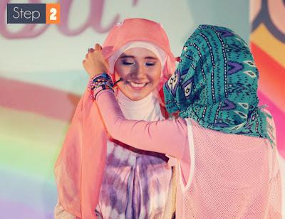 Cara Memakai Jilbab Bando Bunga Cantik