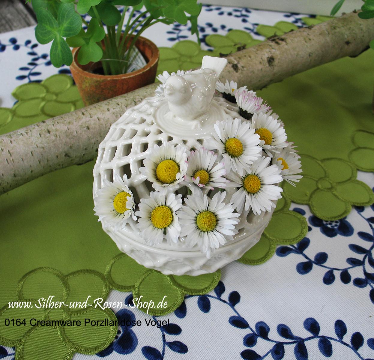 Kleine Porzellandose mit durchbrochenem Rand, für Duftpotpourri oder für kleine Blüten.