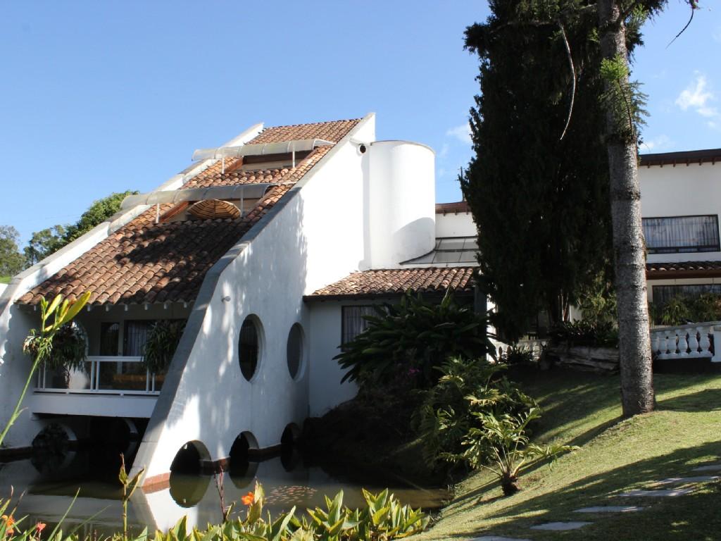 Casa Tejada cerca a Medellín Colombia: Hospedaje 5 estrellas en la campiña, a precio de mochilero
