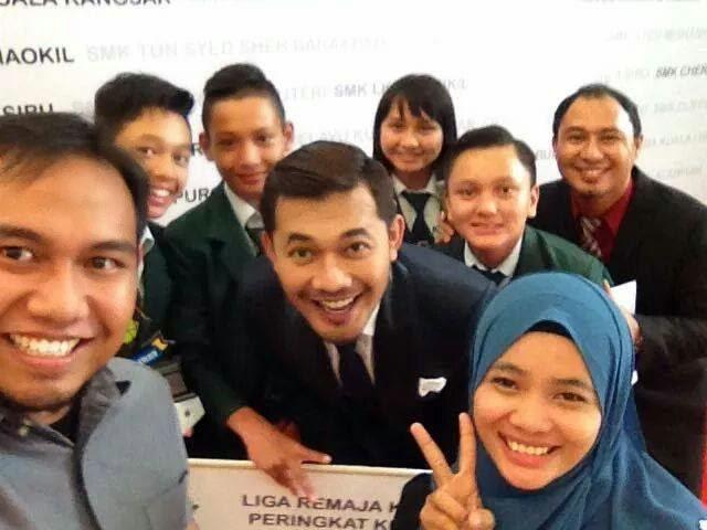 Pemenang Liga Remaja Kreatif 2014 selfie dengan Karl Shafek